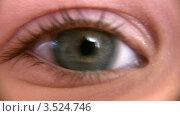 Купить «Глаз ребенка макро», видеоролик № 3524746, снято 19 июня 2008 г. (c) Losevsky Pavel / Фотобанк Лори