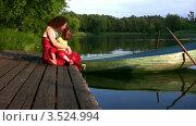 Купить «Мать и дочь на берегу озера», видеоролик № 3524994, снято 11 июля 2008 г. (c) Losevsky Pavel / Фотобанк Лори