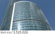 Купить «Бизнес-центр на фоне неба», видеоролик № 3525026, снято 14 июля 2008 г. (c) Losevsky Pavel / Фотобанк Лори