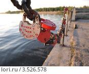 Замки на набережной Тольятти (2012 год). Стоковое фото, фотограф Алексей Куртеев / Фотобанк Лори