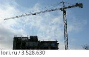 Купить «Башенный кран на строительной площадке, таймлапс», видеоролик № 3528630, снято 8 февраля 2009 г. (c) Losevsky Pavel / Фотобанк Лори