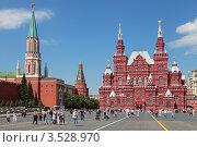 Купить «Москва, Красная площадь, вид на Исторический музей и Никольскую башню Кремля», фото № 3528970, снято 17 мая 2012 г. (c) Игорь Долгов / Фотобанк Лори