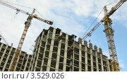 Купить «Башенный кран на строительной площадке, таймлапс», видеоролик № 3529026, снято 21 октября 2008 г. (c) Losevsky Pavel / Фотобанк Лори