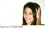 Купить «Девушка улыбается на белом фоне», видеоролик № 3530006, снято 7 ноября 2008 г. (c) Losevsky Pavel / Фотобанк Лори