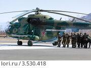Купить «Спецназ штурмует вертолет, захваченный террористами», фото № 3530418, снято 18 мая 2012 г. (c) А. А. Пирагис / Фотобанк Лори
