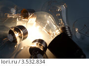 Купить «Лампочки накаливания на темном фоне», фото № 3532834, снято 24 марта 2009 г. (c) Иван Михайлов / Фотобанк Лори