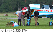 Купить «Ремонт самолета», фото № 3535170, снято 11 августа 2011 г. (c) Пьянков Александр / Фотобанк Лори