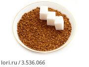 Гранулированный кофе и кусочки рафинада крупным планом. Стоковое фото, фотограф Chere / Фотобанк Лори