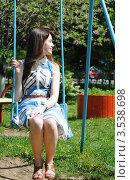 Купить «Молодая девушка на качелях», фото № 3538698, снято 20 мая 2012 г. (c) Евгения Плешакова / Фотобанк Лори