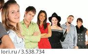 Купить «Стоящие в ряд люди», видеоролик № 3538734, снято 16 марта 2009 г. (c) Losevsky Pavel / Фотобанк Лори