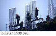 Купить «Строители за работой», видеоролик № 3539090, снято 15 апреля 2009 г. (c) Losevsky Pavel / Фотобанк Лори