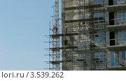 Купить «Рабочие укладывают строительные леса, таймлапс», видеоролик № 3539262, снято 28 апреля 2009 г. (c) Losevsky Pavel / Фотобанк Лори