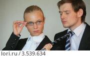 Купить «Деловая женщина держит подчиненного за галстук», видеоролик № 3539634, снято 15 июня 2009 г. (c) Losevsky Pavel / Фотобанк Лори