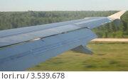 Купить «Снижение самолета», видеоролик № 3539678, снято 16 июня 2009 г. (c) Losevsky Pavel / Фотобанк Лори