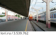 Купить «Поезд прибывает на станцию, таймлапс», видеоролик № 3539762, снято 26 июня 2009 г. (c) Losevsky Pavel / Фотобанк Лори