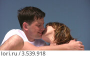 Купить «Целующаяся пара», видеоролик № 3539918, снято 29 июня 2009 г. (c) Losevsky Pavel / Фотобанк Лори