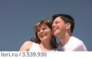 Купить «Счастливая пара», видеоролик № 3539930, снято 29 июня 2009 г. (c) Losevsky Pavel / Фотобанк Лори