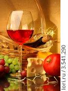 Купить «Композиция с бокалом красного вина, корзиной, фруктами и сыром», фото № 3541290, снято 14 мая 2012 г. (c) Виктор Топорков / Фотобанк Лори