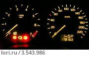 Купить «Дисплей на автомобильной панели», видеоролик № 3543986, снято 28 октября 2009 г. (c) Losevsky Pavel / Фотобанк Лори