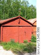 Купить «Старый гараж», фото № 3545990, снято 20 мая 2012 г. (c) АЛЕКСАНДР МИХЕИЧЕВ / Фотобанк Лори