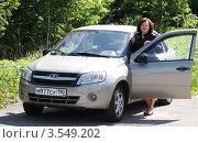 Купить «Женщина автомобилист», эксклюзивное фото № 3549202, снято 24 мая 2012 г. (c) Дмитрий Неумоин / Фотобанк Лори