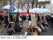 Купить «Монмартр, Париж. Уличные художники продают картины», фото № 3556258, снято 28 декабря 2011 г. (c) Светлана Колобова / Фотобанк Лори