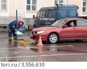 Купить «Процедура технического осмотра», фото № 3556610, снято 19 мая 2012 г. (c) Вячеслав Палес / Фотобанк Лори