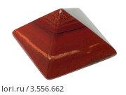 Пирамидка из красной яшмы. Стоковое фото, фотограф Миленин Константин / Фотобанк Лори