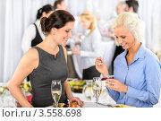 Купить «Коллеги за столом в ресторане», фото № 3558698, снято 15 апреля 2012 г. (c) CandyBox Images / Фотобанк Лори