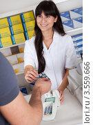 Купить «Человек покупает лекарство в аптеке», фото № 3559666, снято 3 марта 2012 г. (c) Андрей Попов / Фотобанк Лори