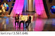 Купить «Выстуление команды на сцене КВН», видеоролик № 3561646, снято 26 ноября 2009 г. (c) Losevsky Pavel / Фотобанк Лори