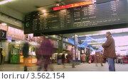 Купить «Расписание отправления поездов на вокзале в Париже, Франция. Таймлапс», видеоролик № 3562154, снято 9 января 2010 г. (c) Losevsky Pavel / Фотобанк Лори