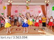 Купить «Праздник в детском саду», эксклюзивное фото № 3563094, снято 1 июня 2012 г. (c) Алёшина Оксана / Фотобанк Лори