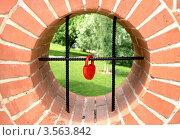 Окно  на  красном замке. Стоковое фото, фотограф киров николай / Фотобанк Лори