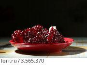 Гранат на тарелке. Стоковое фото, фотограф Андрей Пех / Фотобанк Лори