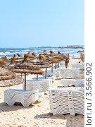 Купить «Пустующий пляж с зонтиками и лежаками перед летним сезоном», фото № 3566902, снято 1 мая 2012 г. (c) Кекяляйнен Андрей / Фотобанк Лори