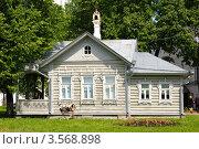 Старинный дом с резными элементами в Вологде (2012 год). Редакционное фото, фотограф Ирина Балина / Фотобанк Лори