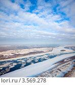 Большая равнинная река во время ледохода. Стоковое фото, фотограф Владимир Мельников / Фотобанк Лори