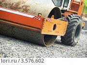 Купить «Каток-уплотнитель на дорожных работах», фото № 3576602, снято 18 мая 2012 г. (c) Дмитрий Калиновский / Фотобанк Лори