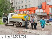 Купить «Кольчугино. Бочка  с молоком», фото № 3579702, снято 10 июня 2012 г. (c) Бурмистрова Ирина / Фотобанк Лори