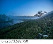 Купить «Рассвет на реке Воргол. Липецкая область», фото № 3582750, снято 3 июня 2012 г. (c) Liseykina / Фотобанк Лори