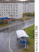 Купить «Автобусная остановка возле автостанции в городе Гаджиево Мурманской области», эксклюзивное фото № 3582786, снято 9 сентября 2010 г. (c) Вячеслав Палес / Фотобанк Лори
