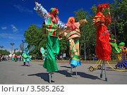 Купить «Клоуны-ходулисты на улице Великого Новгорода в день празднования дня города 10 июня 2012 г», фото № 3585262, снято 9 июня 2012 г. (c) Сергей Яковлев / Фотобанк Лори