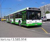 Купить «Автобус едет по Носовихинскому шоссе, Москва», эксклюзивное фото № 3585914, снято 5 июня 2012 г. (c) lana1501 / Фотобанк Лори