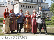 Ростов Великий, кремль. Творческий коллектив (2012 год). Редакционное фото, фотограф Дмитрий Неумоин / Фотобанк Лори