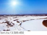 Купить «Зимний пейзаж с замерзшей рекой», фото № 3589450, снято 25 марта 2012 г. (c) Яков Филимонов / Фотобанк Лори