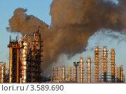 Пожар на нефтеперерабатывающем заводе. Стоковое фото, фотограф yeti / Фотобанк Лори