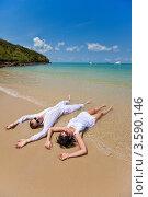 Влюбленная пара отдыхает на море. Стоковое фото, фотограф Евгений Ковылин / Фотобанк Лори