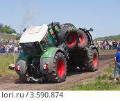 Бизон Трек Шоу 2012. Акробатика на тракторах. Редакционное фото, фотограф Иван Сазыкин / Фотобанк Лори