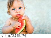 Купить «Забавный ребенок с арбузной долькой», фото № 3598474, снято 27 июля 2010 г. (c) Anelina / Фотобанк Лори